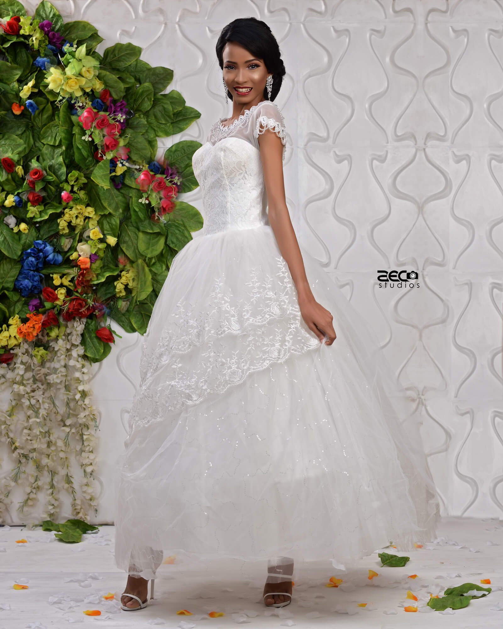 Rent A Gown For Wedding: Layered Applique Ball Wedding Gown For Rent