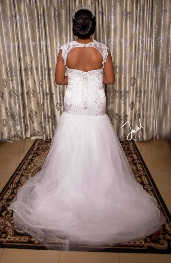 sleeveless mermaid wedding gown